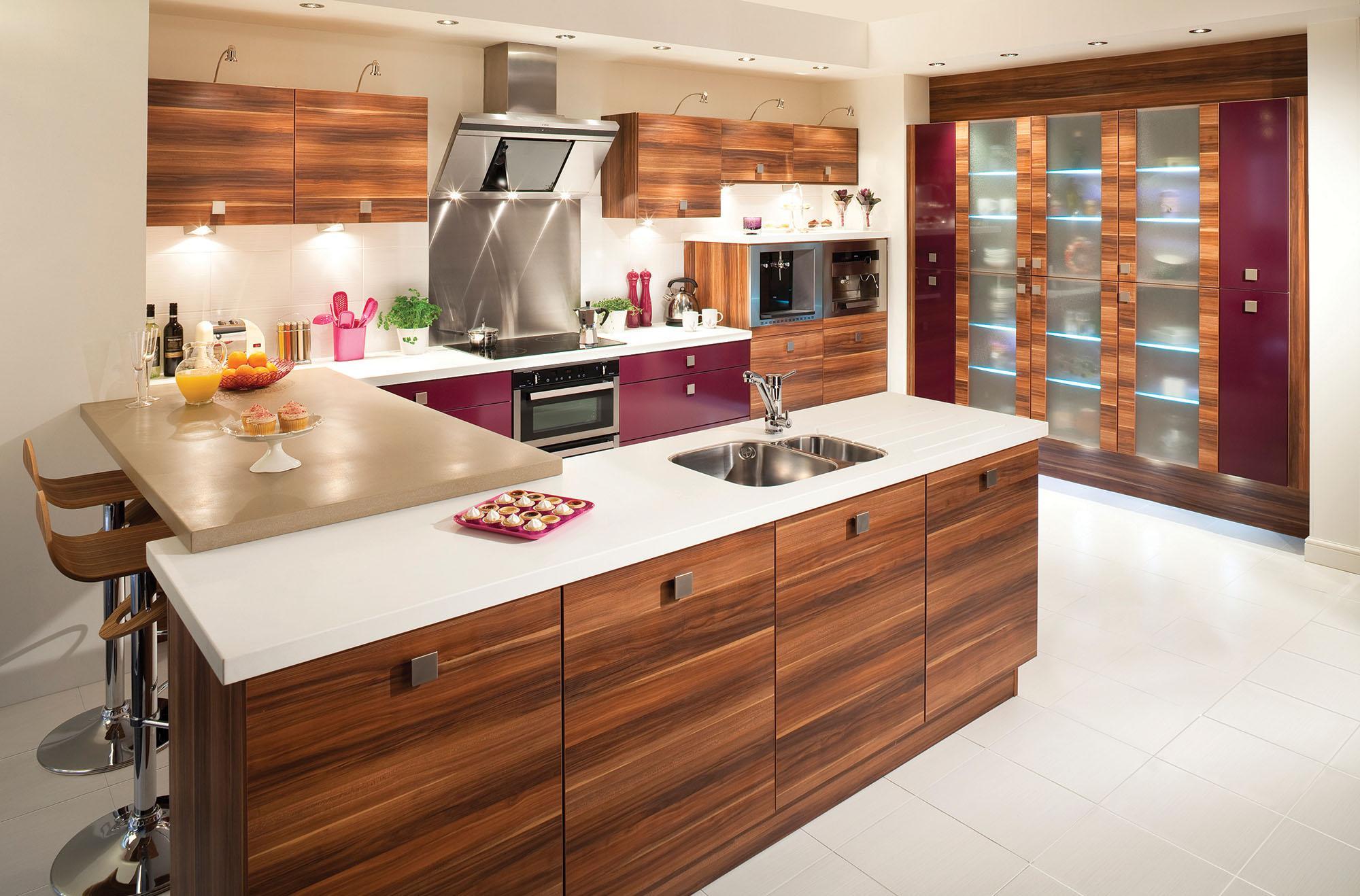 Барная стойка, совмещенная со столешницей на кухне