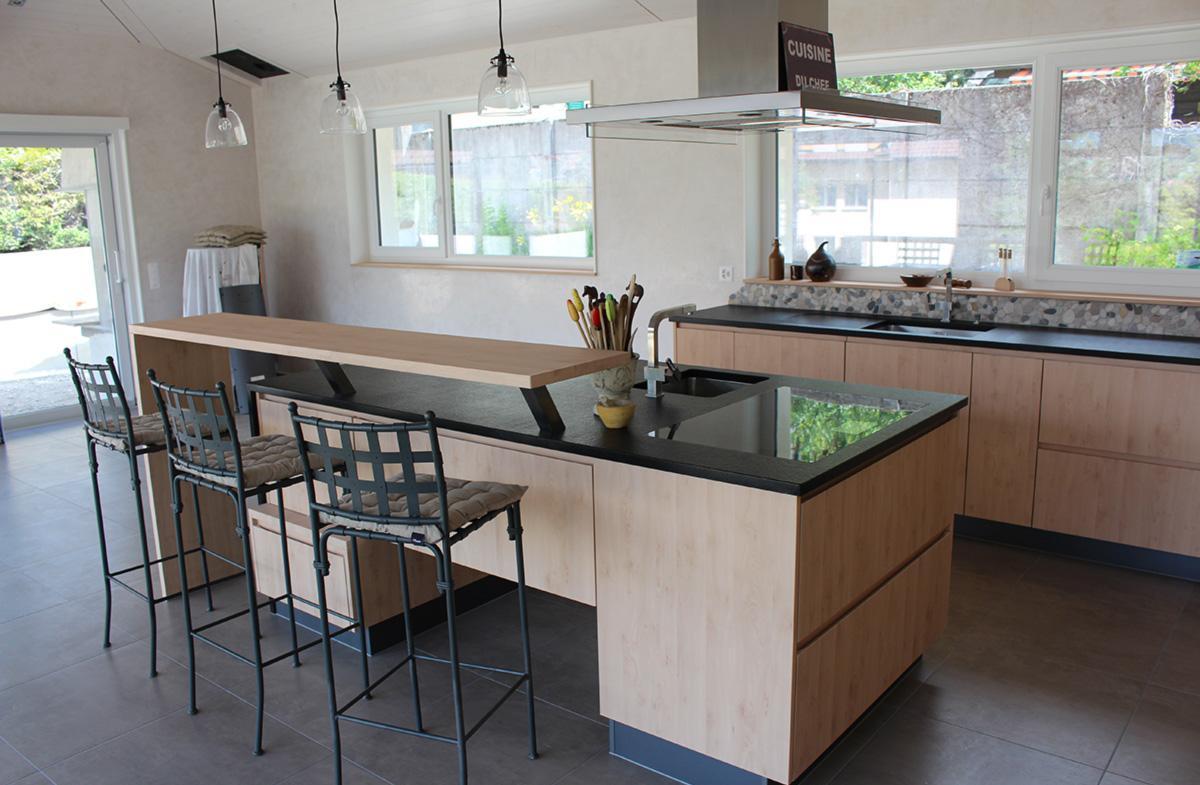 Дизайн кухни с барной стойкой ламинированной