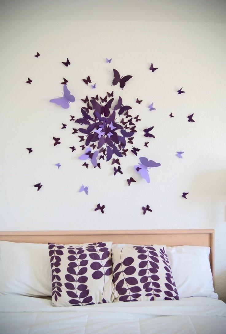 Фиолетовые бабочки в интерьере спальни