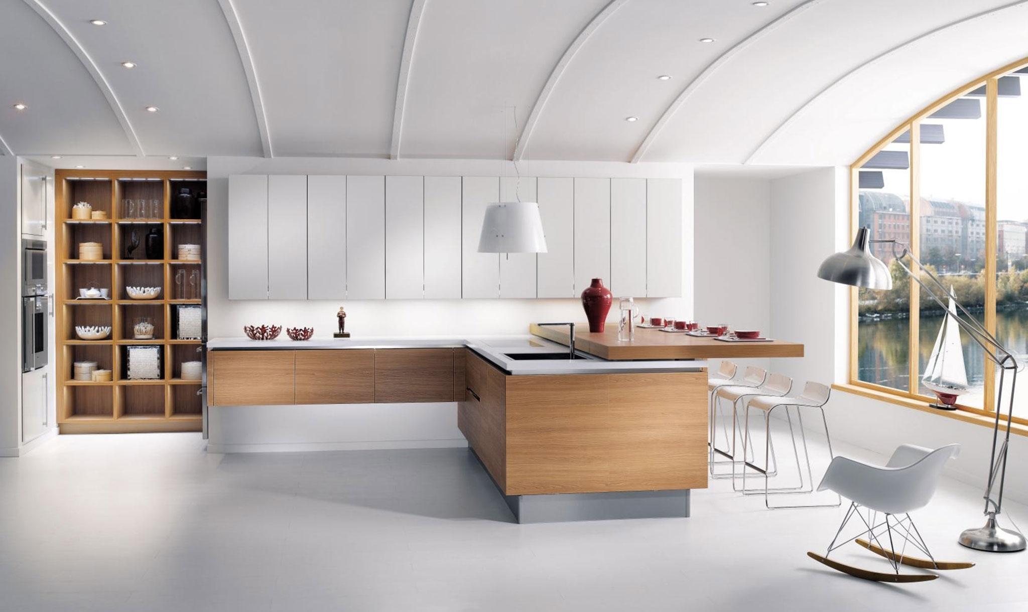 Дизайн кухни с барной стойкой белый