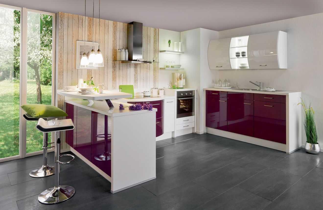 Дизайн кухни с барной стойкой фиолетовый