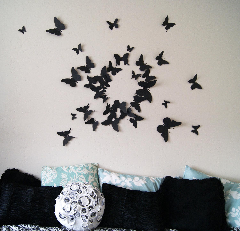 Черные бабочки в интерьере гостиной