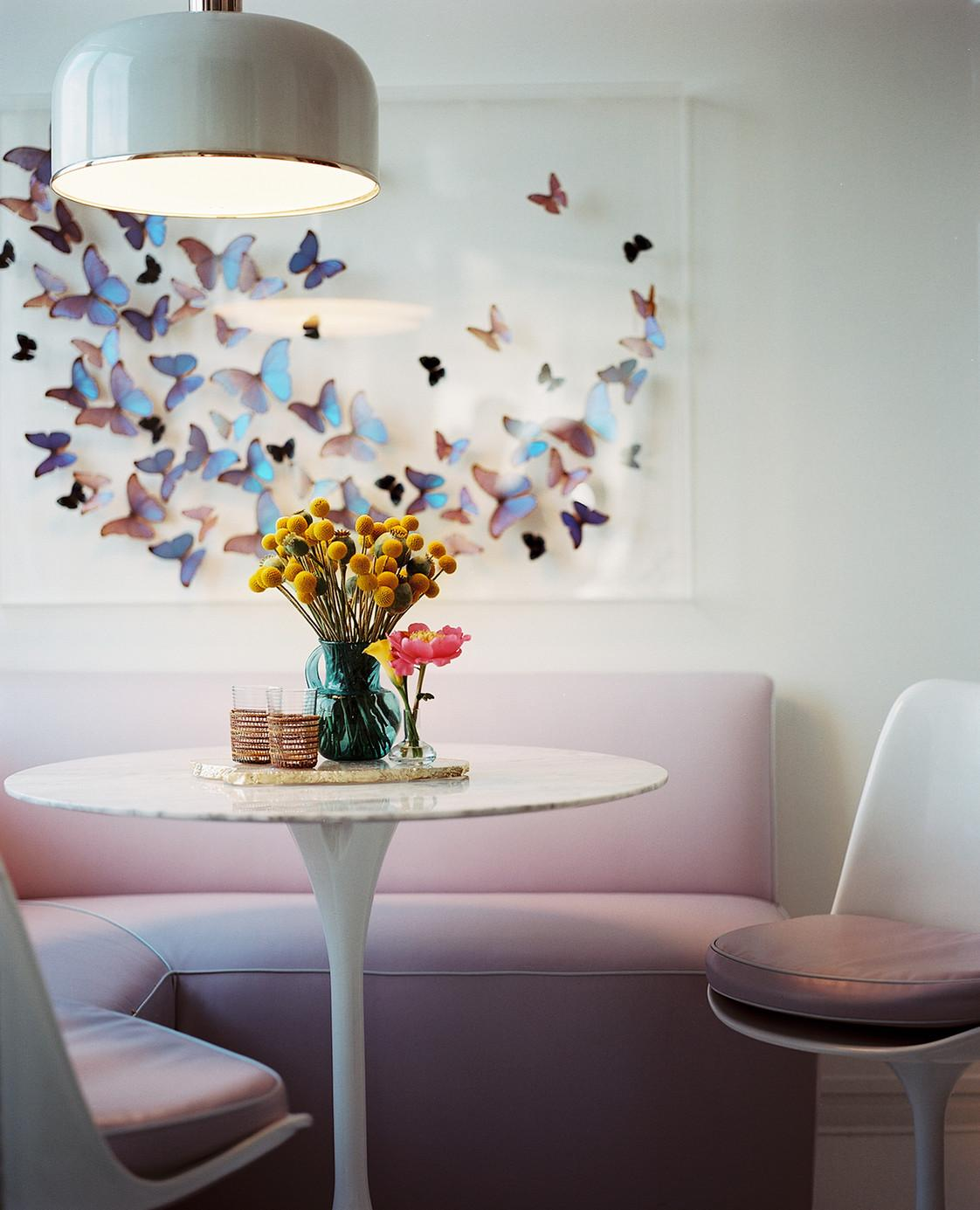 Красивые бабочки в интерьере кухни