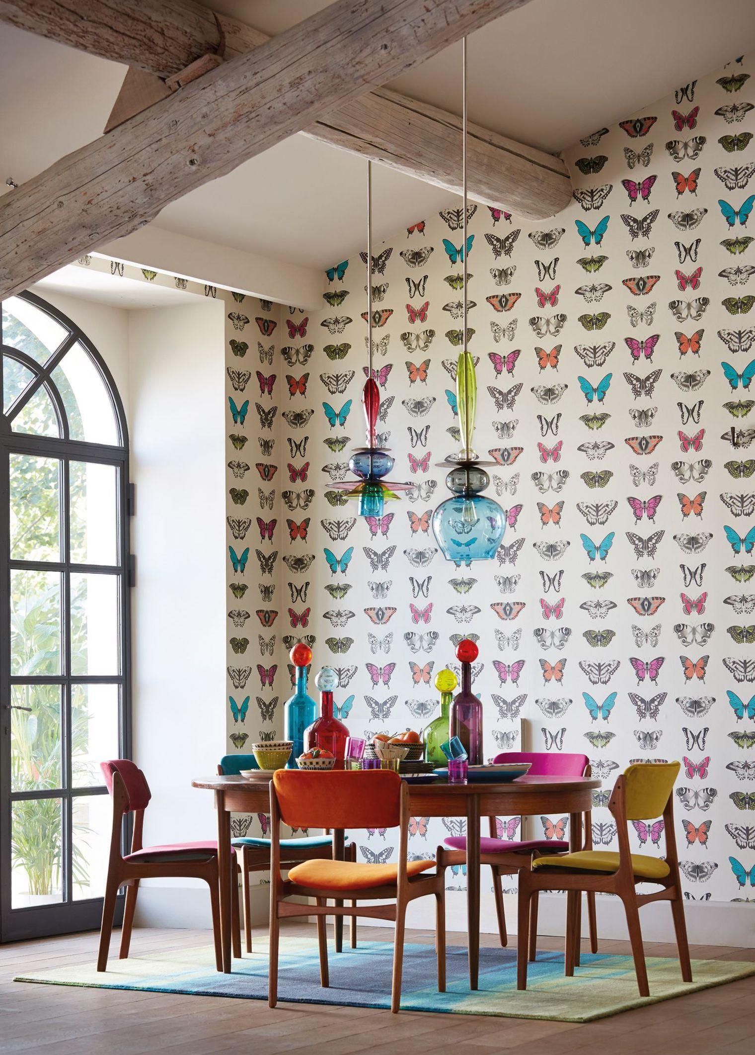 Бабочки на обоях