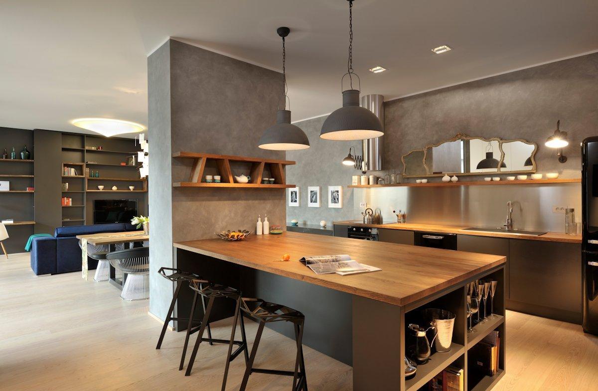 Дизайн кухни с барной стойкой и полками