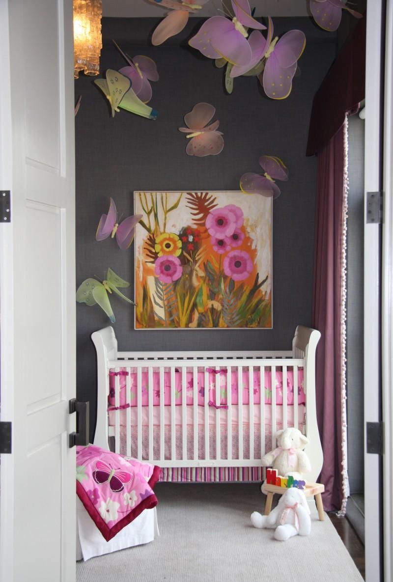 Яркие бабочки в детской