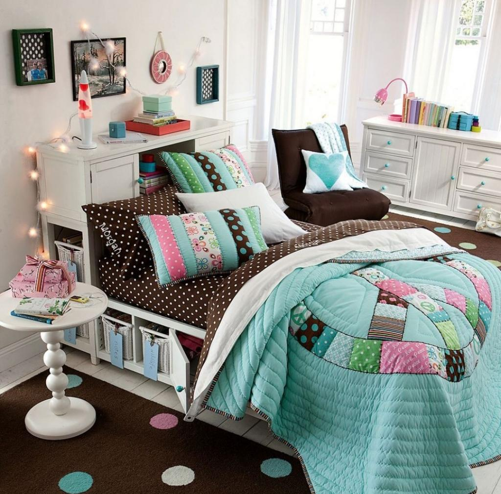 Дизайн комнаты для подростка с текстилем