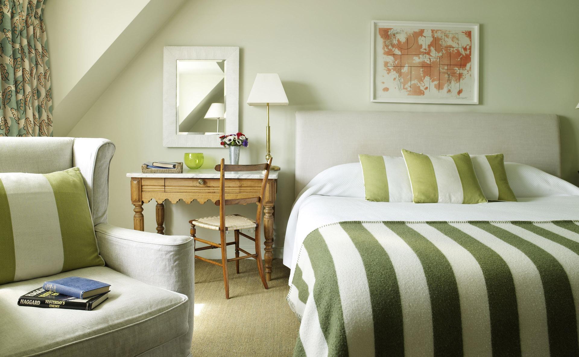 Спальня 14 кв.м. зеленая
