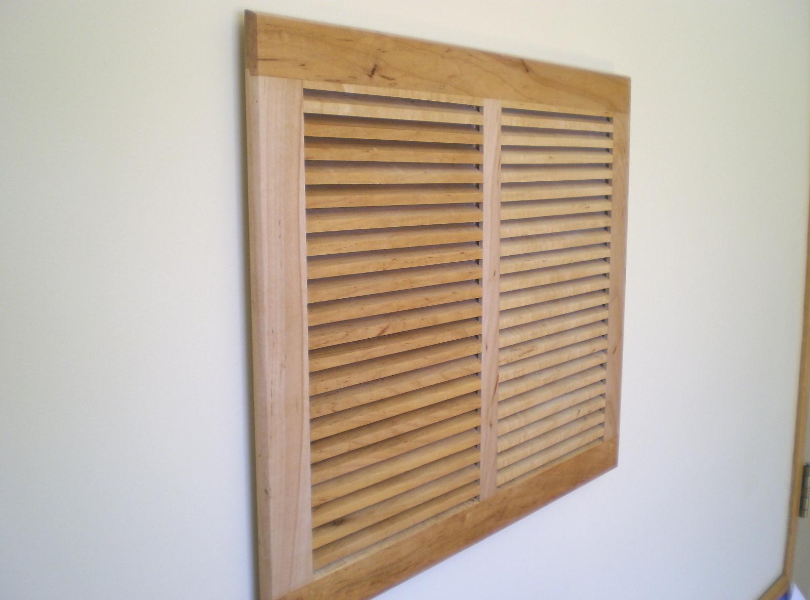 Деревянная вентиляционная решетка