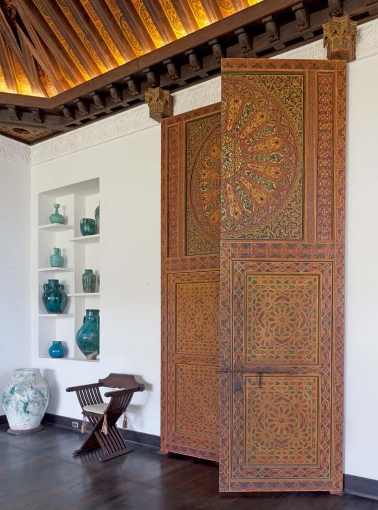 Дверь в восточном стиле