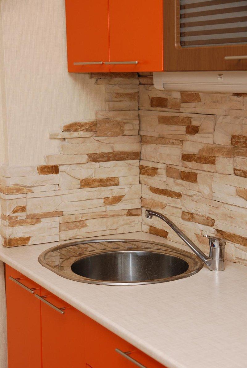 Гипсовый декоративный камень на кухне