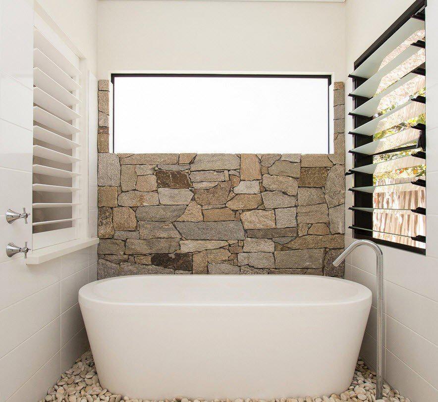 Галька в дизайне ванной