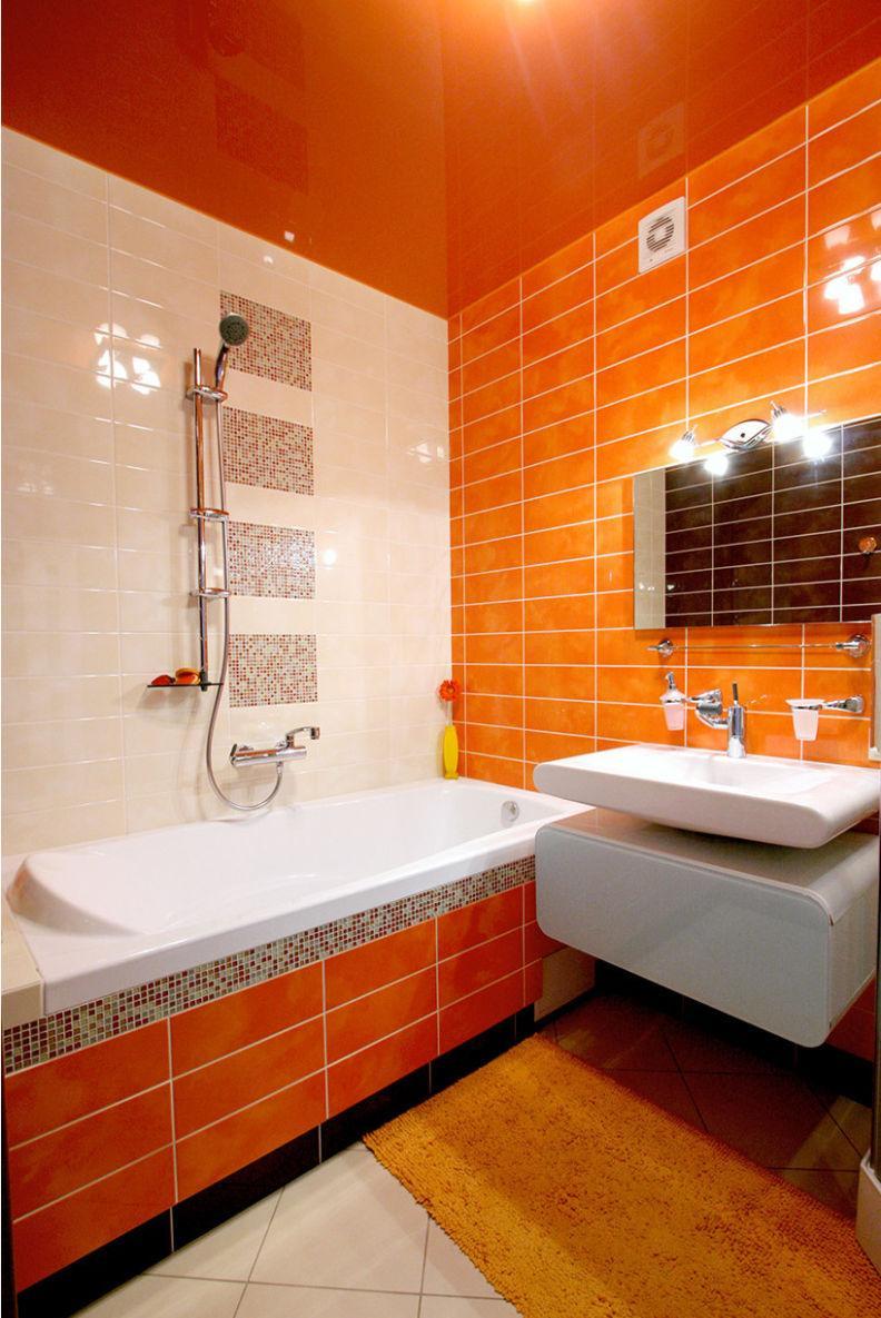Маленькая ванная комната оранжевая