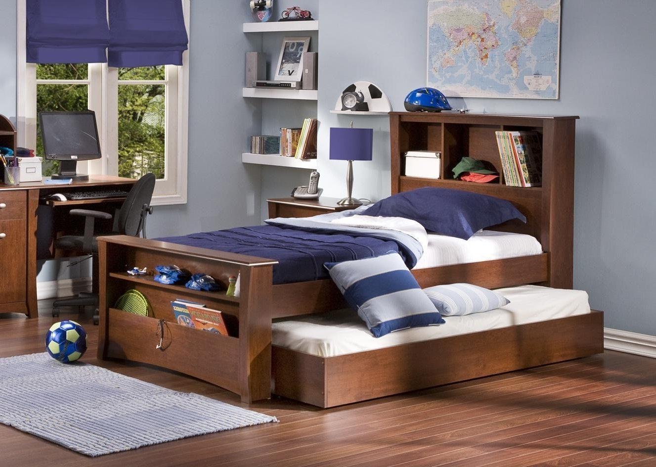 Выдвижная деревянная кровать