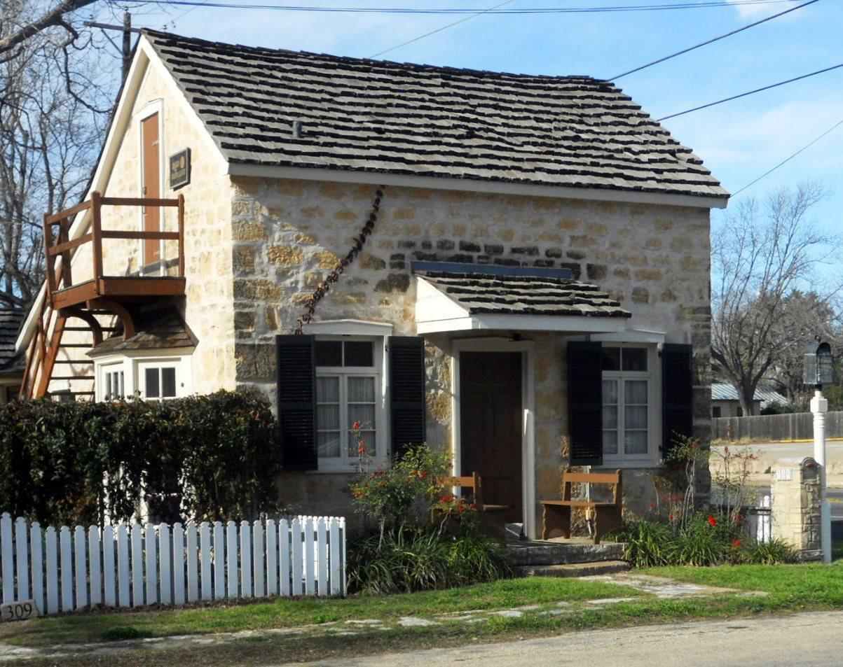Каменный дом в немецком стиле