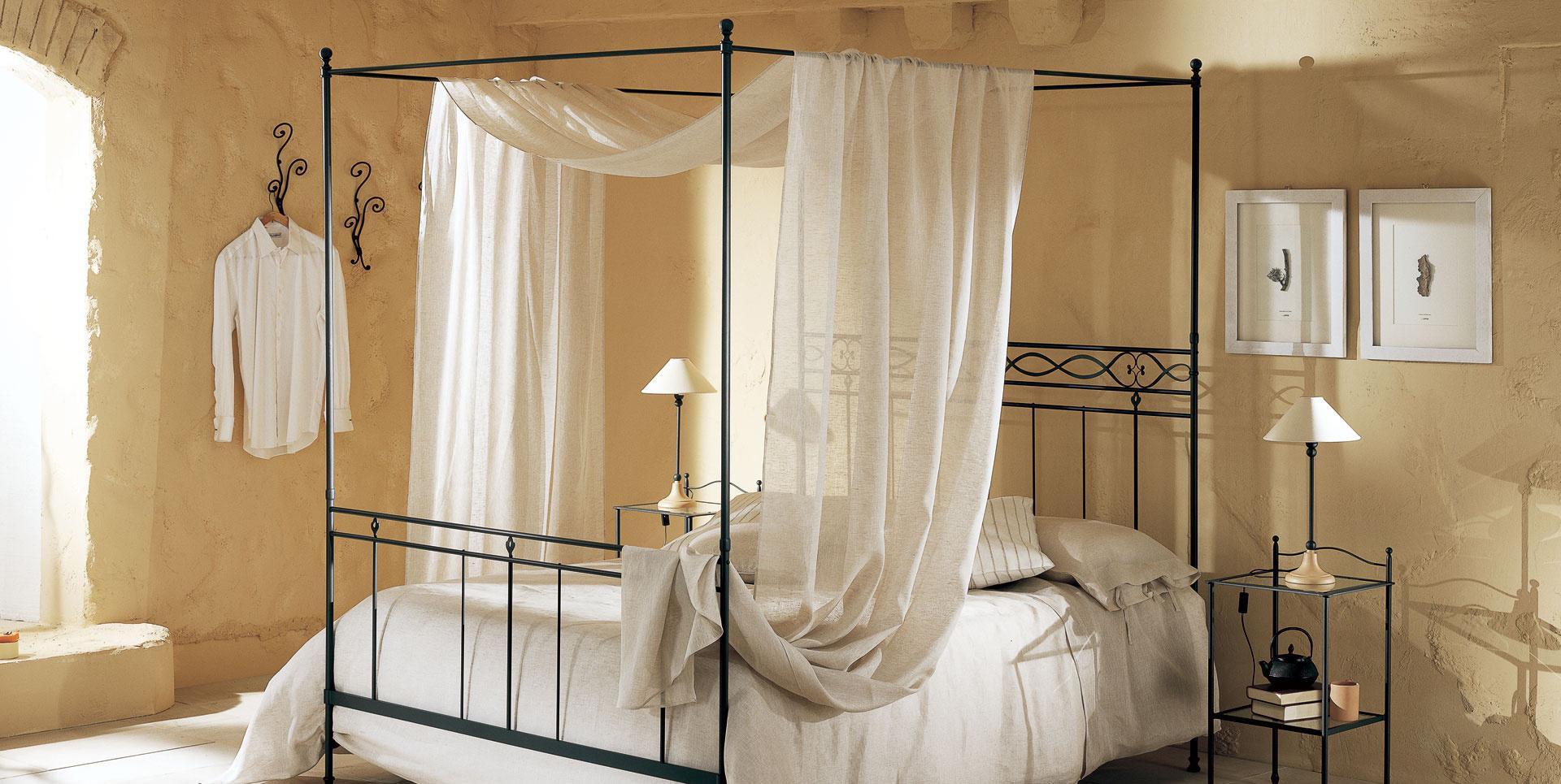 Льняной полупрозрачный балдахин на раме кровати