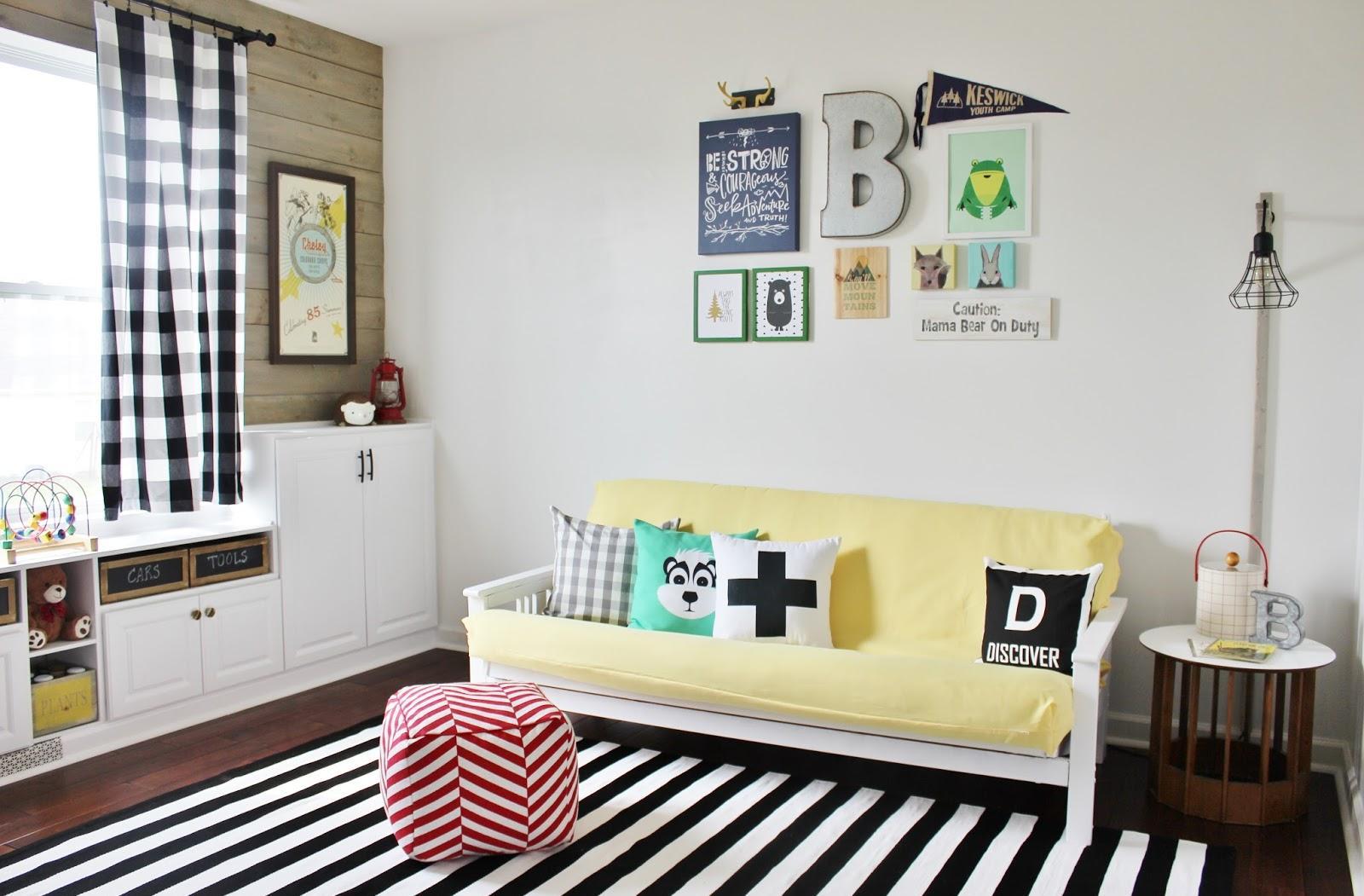 Детская комната в хрущевке с диваном