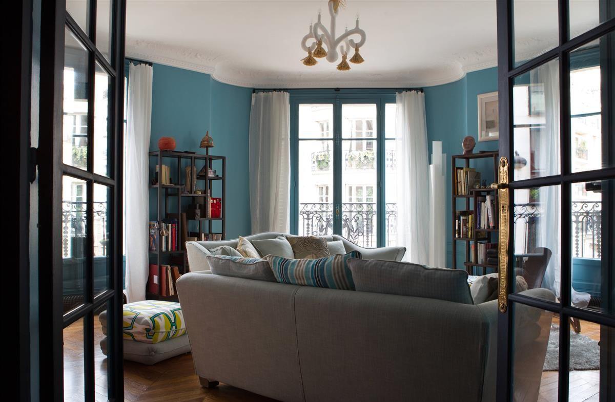 Голубая гостиная с лепниной