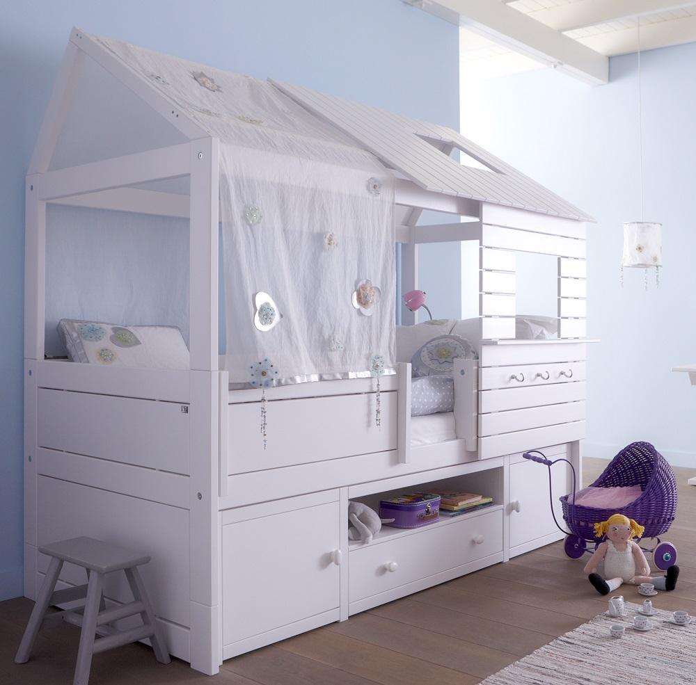 Детская кровать в виде домика с бортиками