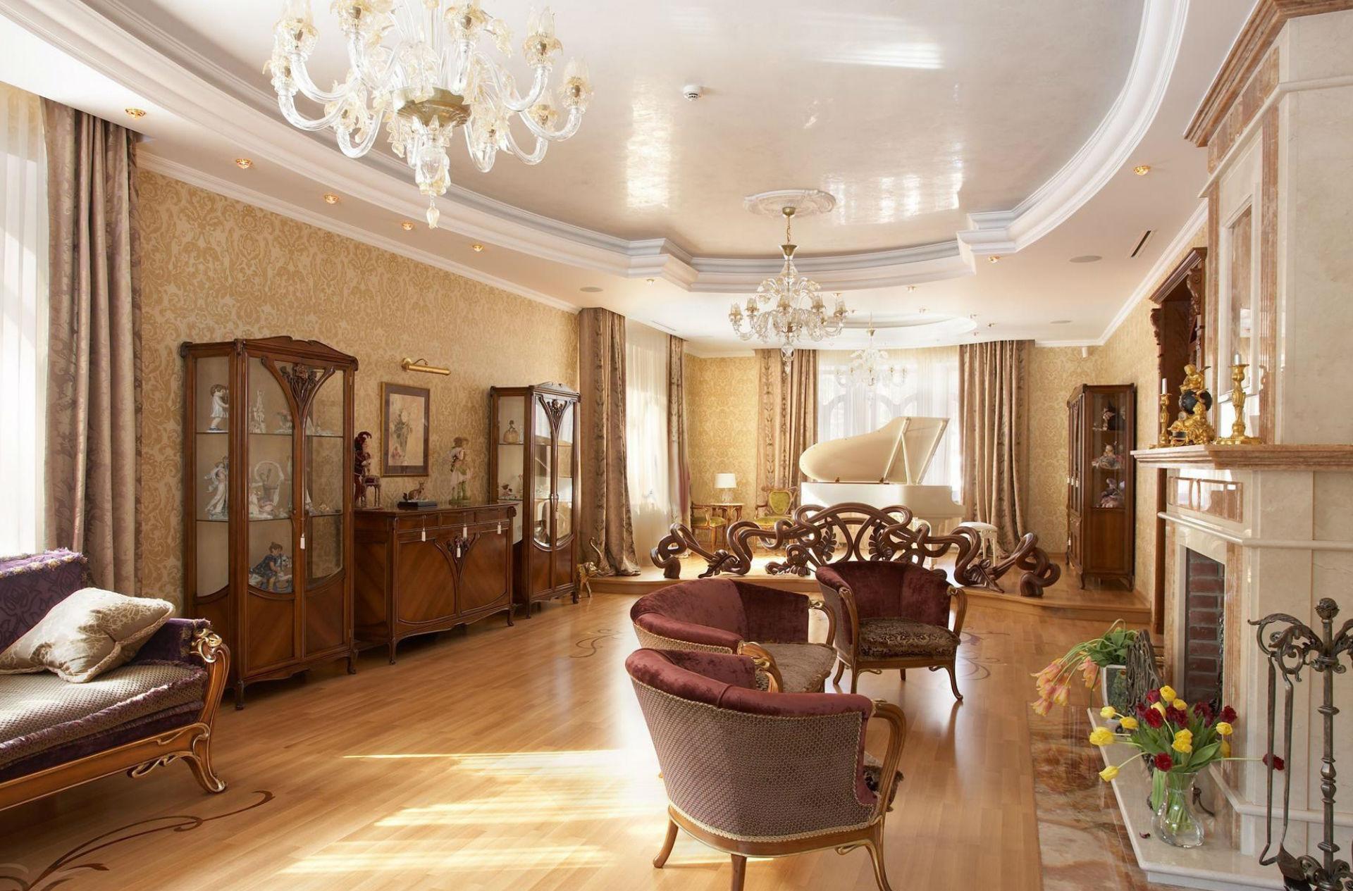 Большая гостиная в доме в стиле модерн