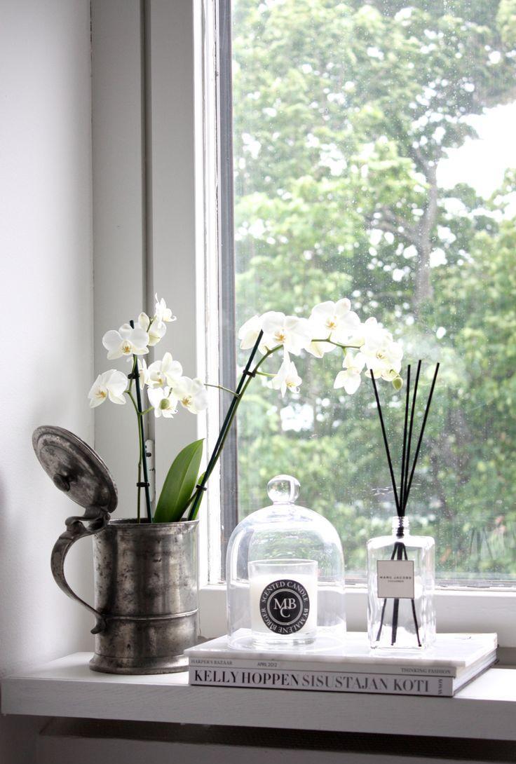 Орхидея в декоре подоконника