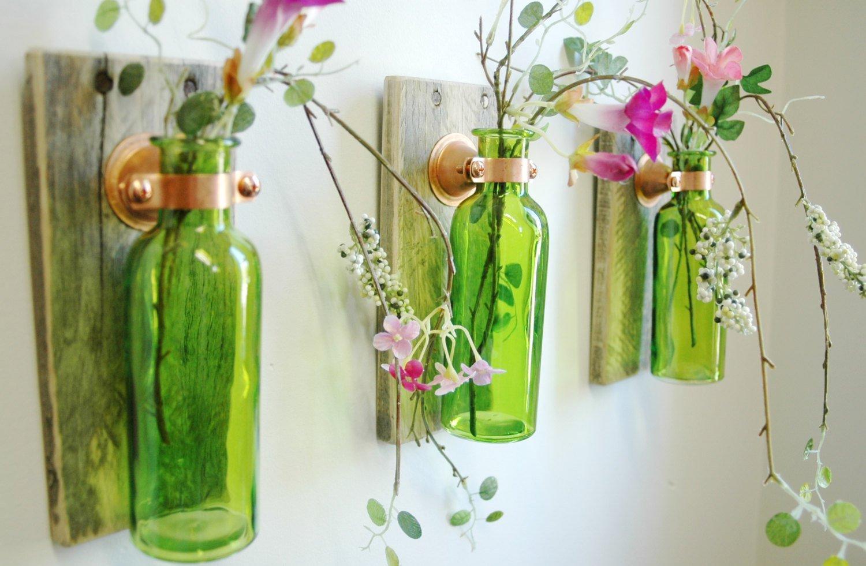 Бутылки в качестве настенных украшений