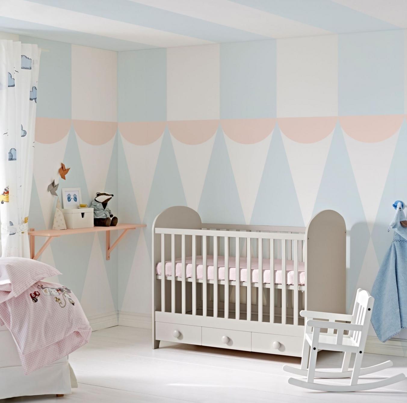 Эконом дизайн детской комнаты в пастельных тонах