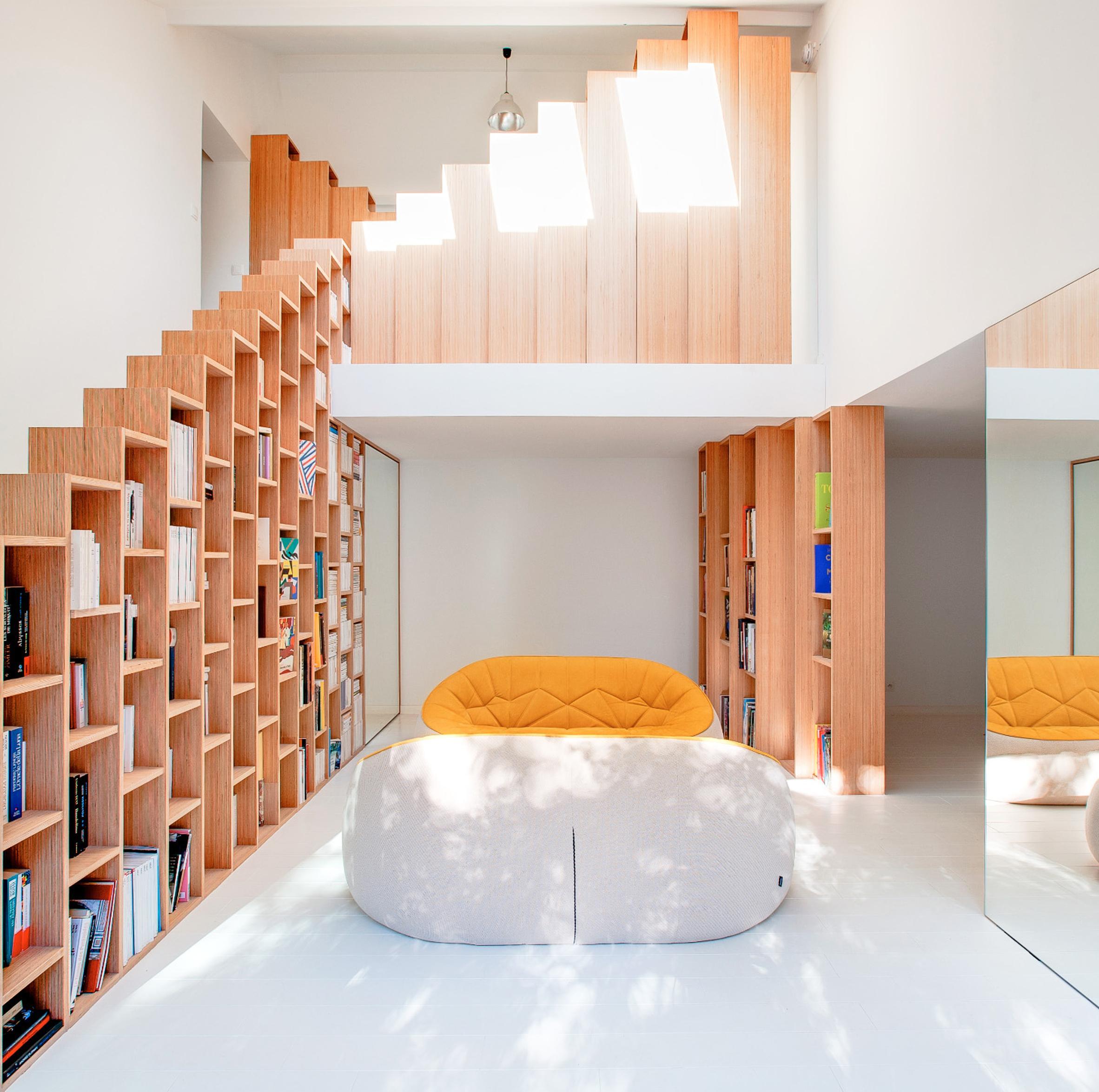 Стеллаж для гостиной в футуристичном стиле