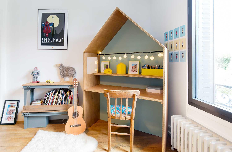 Эконом дизайн детской комнаты с фанерным столом