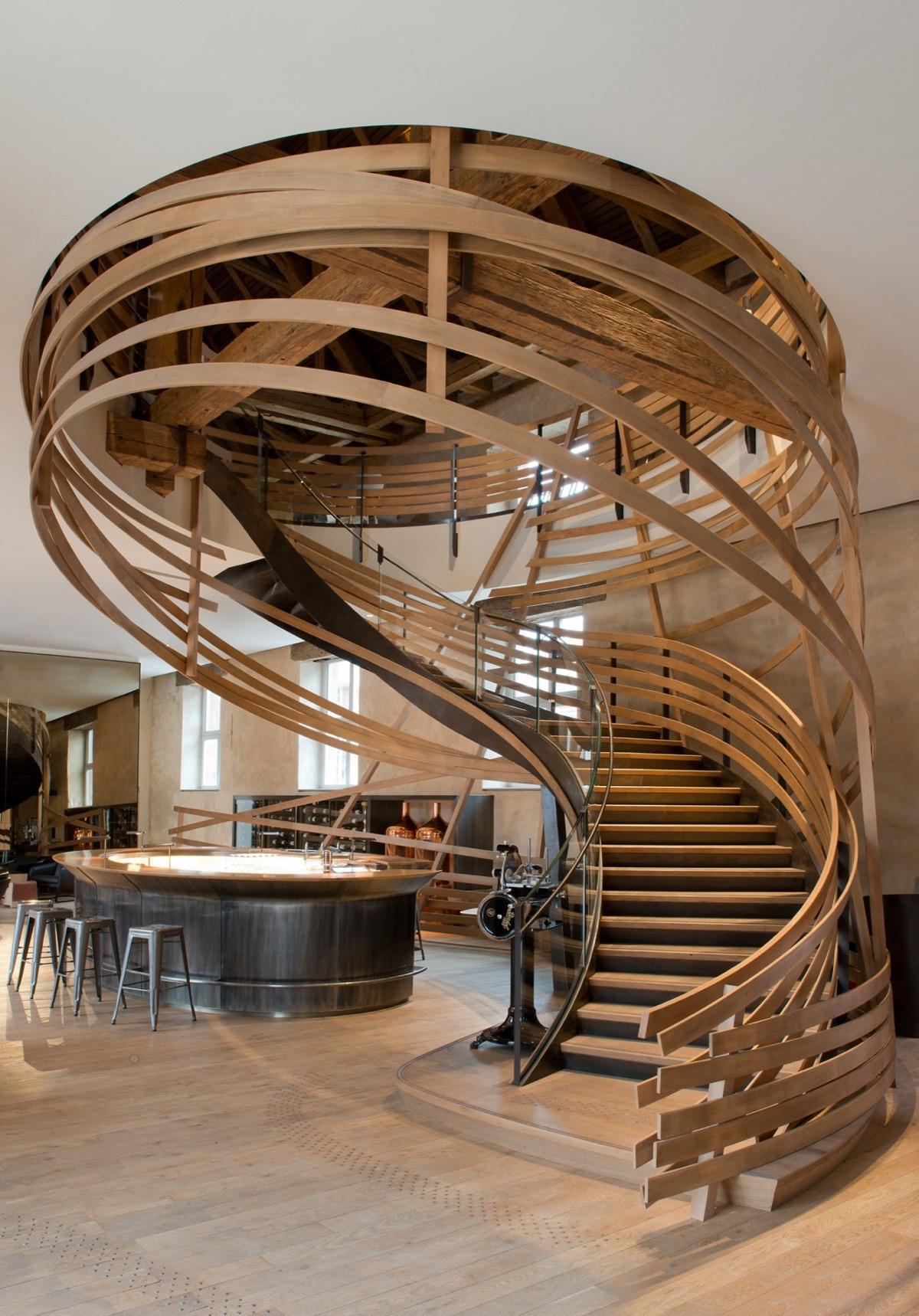 Необычная лестница на второй этаж