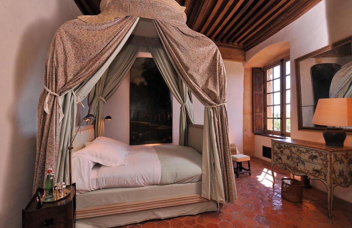Балдахин над кроватью во французском стиле