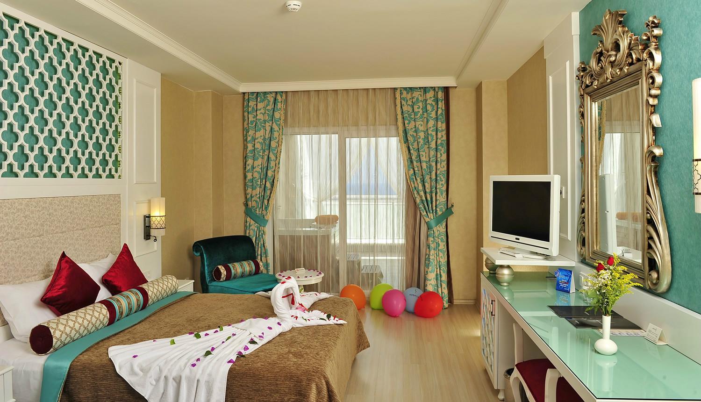 Спальня 14 кв.м. с туалетным столиком