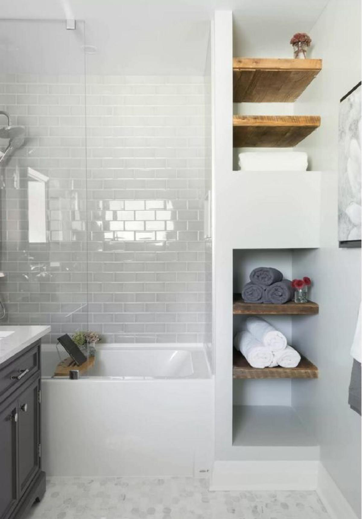 Маленькая ванная комната с нишей