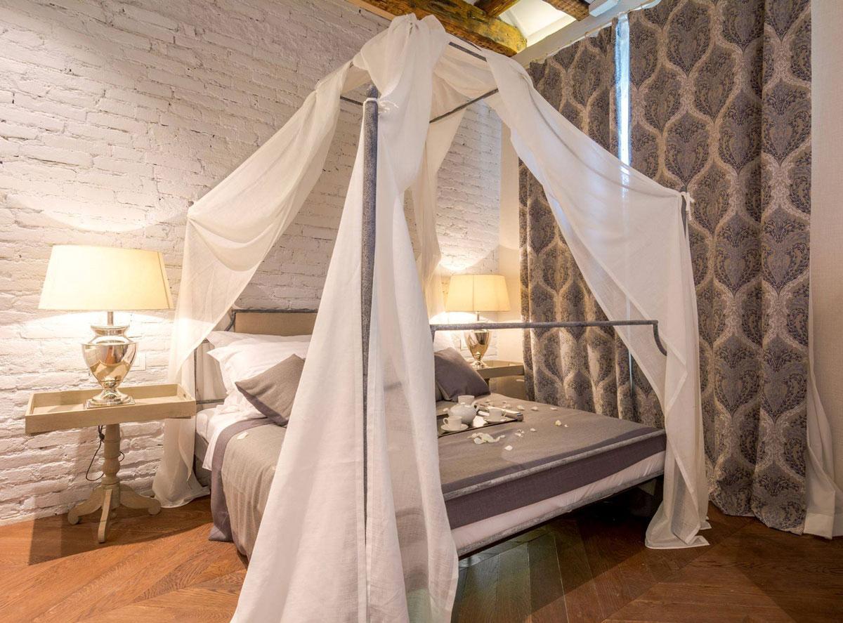 Балдахин над кроватью белый