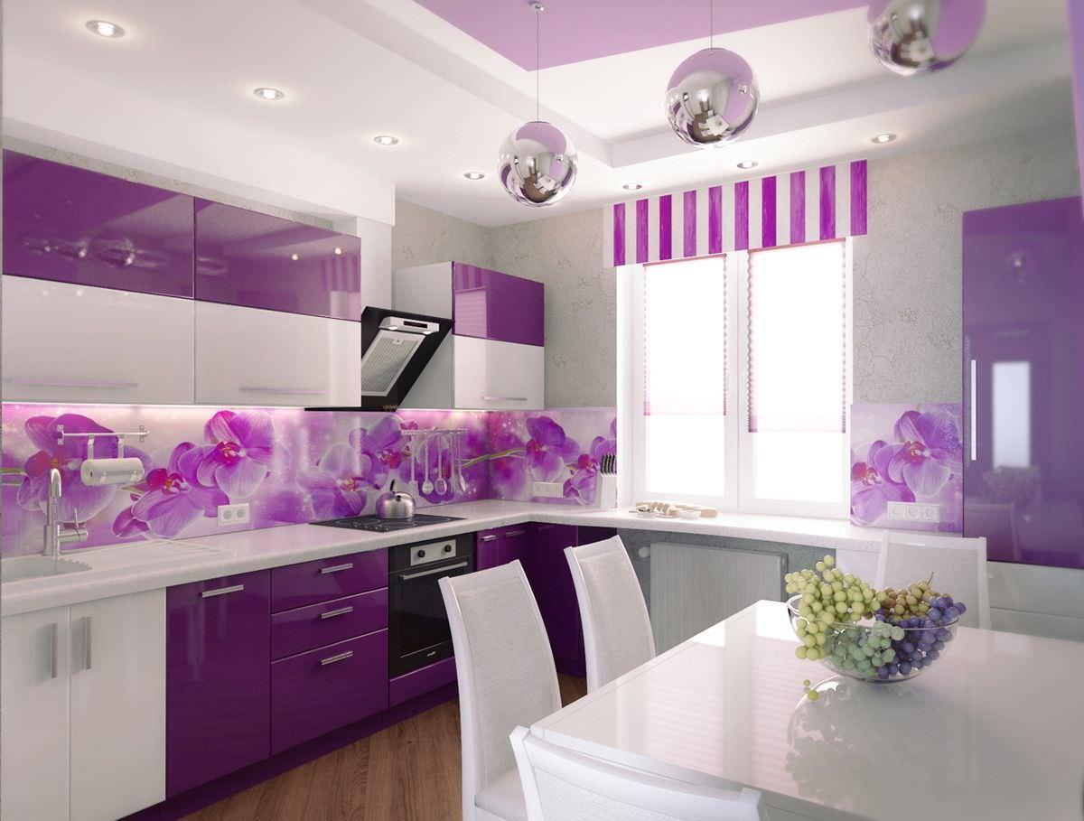 Фиолетово-белая кухня 8 кв м