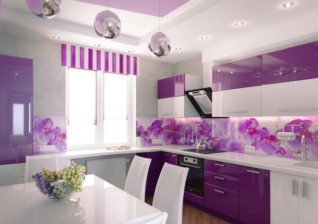Бело-фиолетовая кухня с обеденным столом