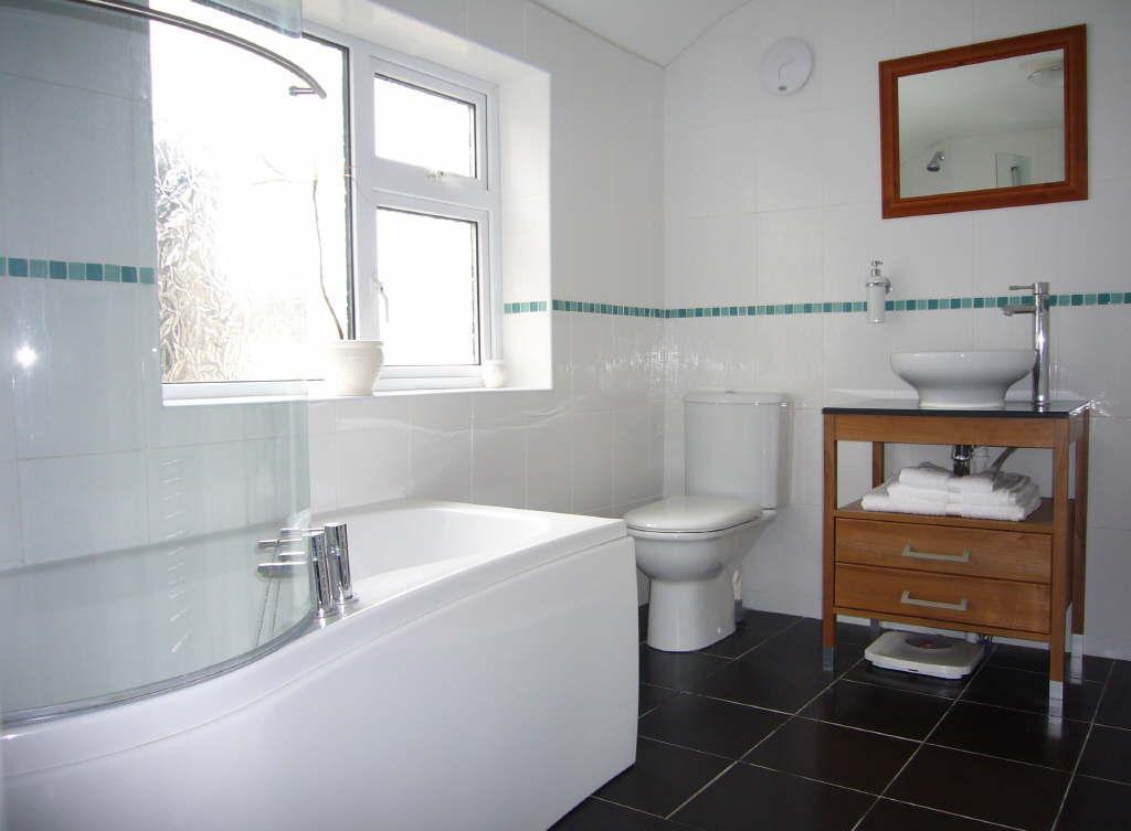 Маленькая ванная комната с раковиной