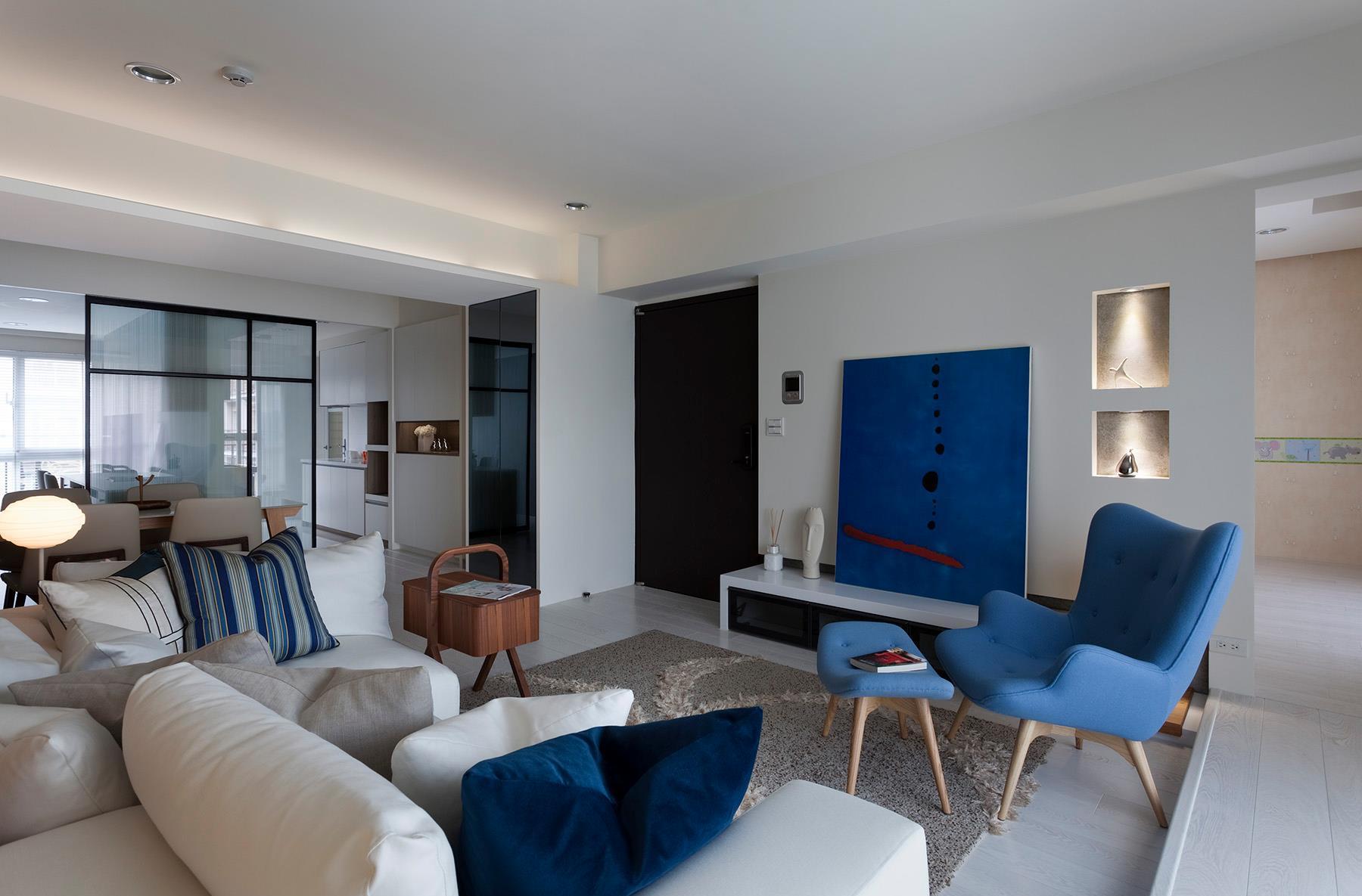 Голубой интерьер гостиной