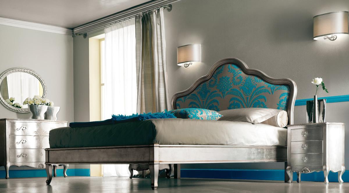 Кровать с бирюзовыми оттенками