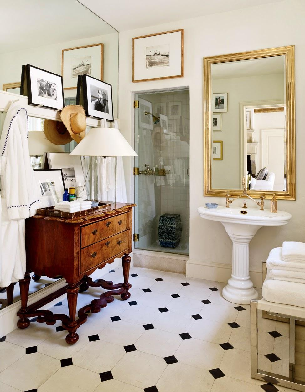 Маленькая ванная комната в эклектичном стиле