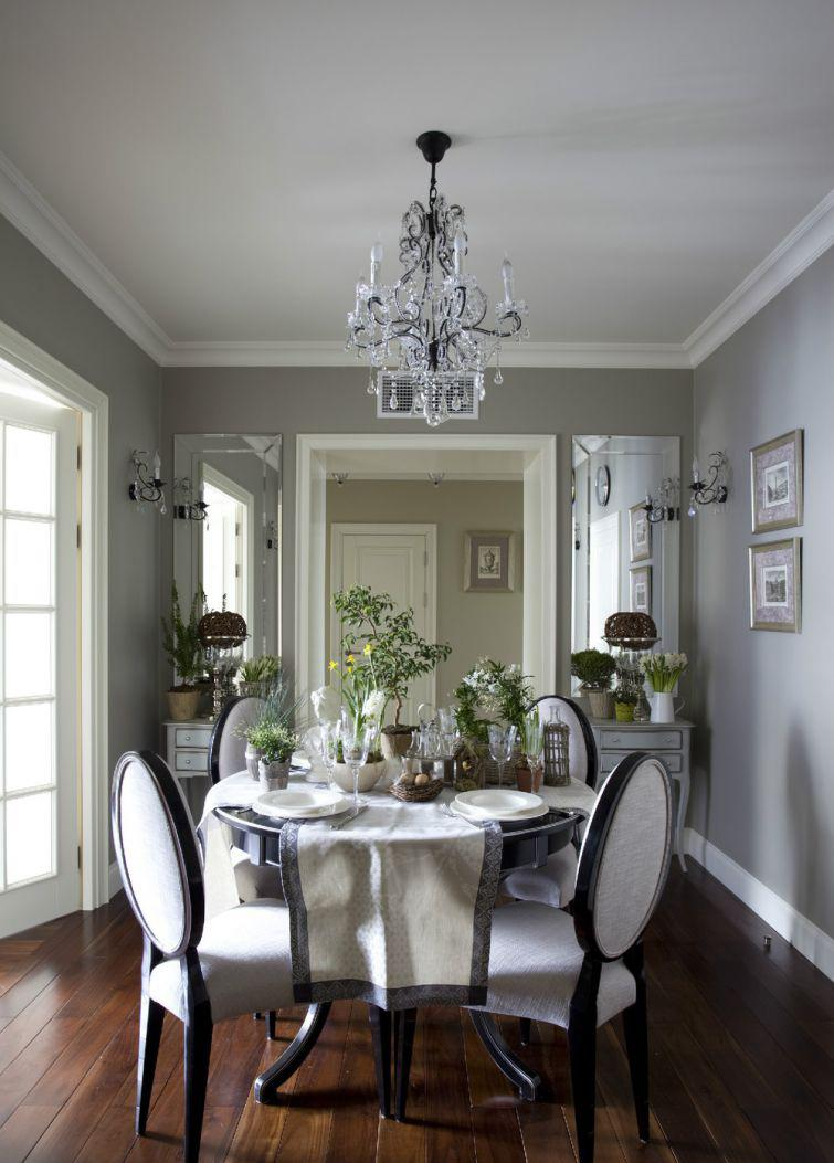 Серо-белая столовая в немецком стиле