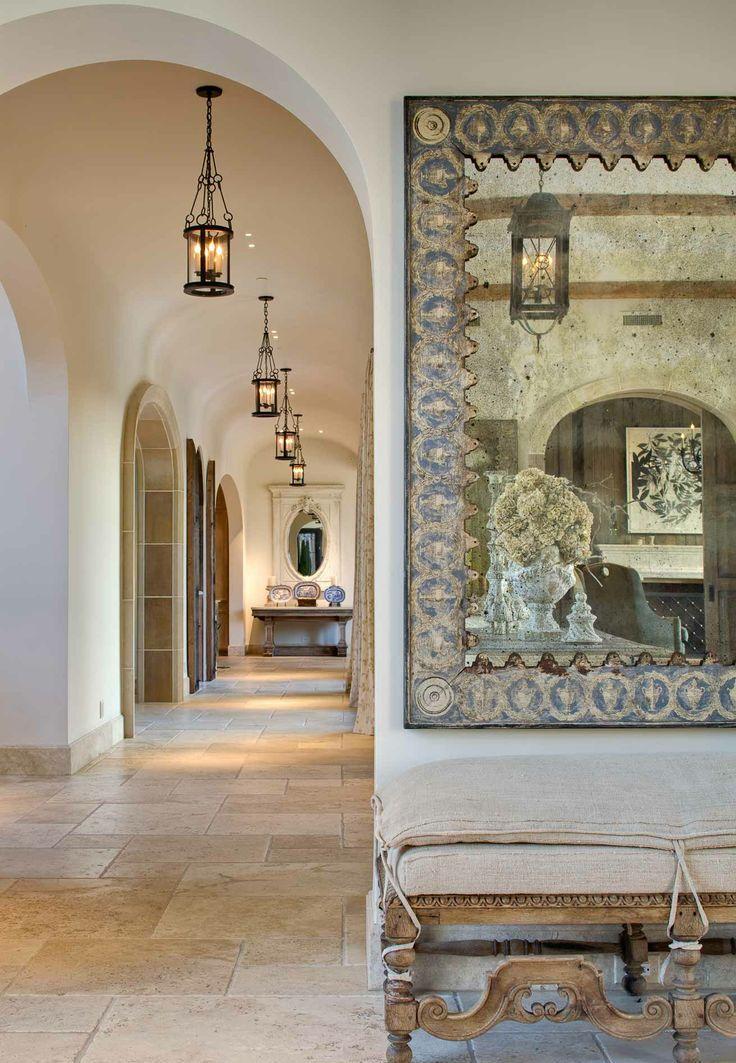 Дизайн коридора с аркой в средиземноморском стиле
