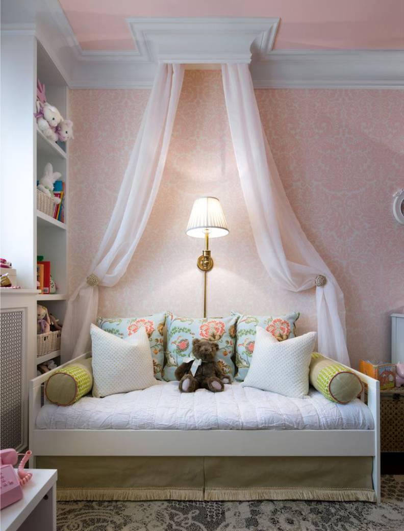 Белый диван для девочки
