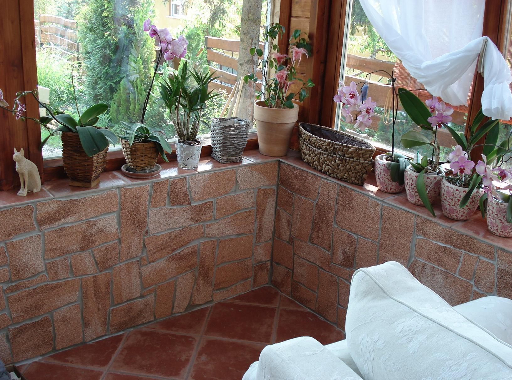 Оформление балкона растениями