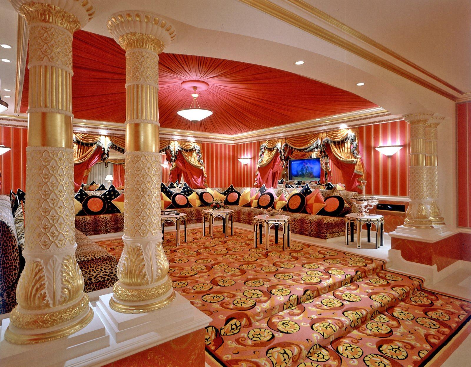 Большая гостиная в восточном стиле