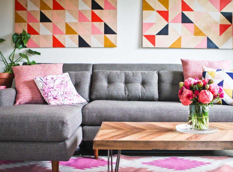 Пружинный диван в скандинавском интерьере