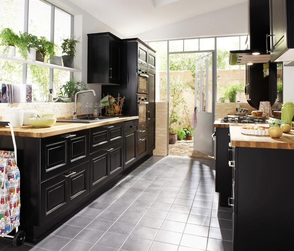Черная кухня 14 кв. м