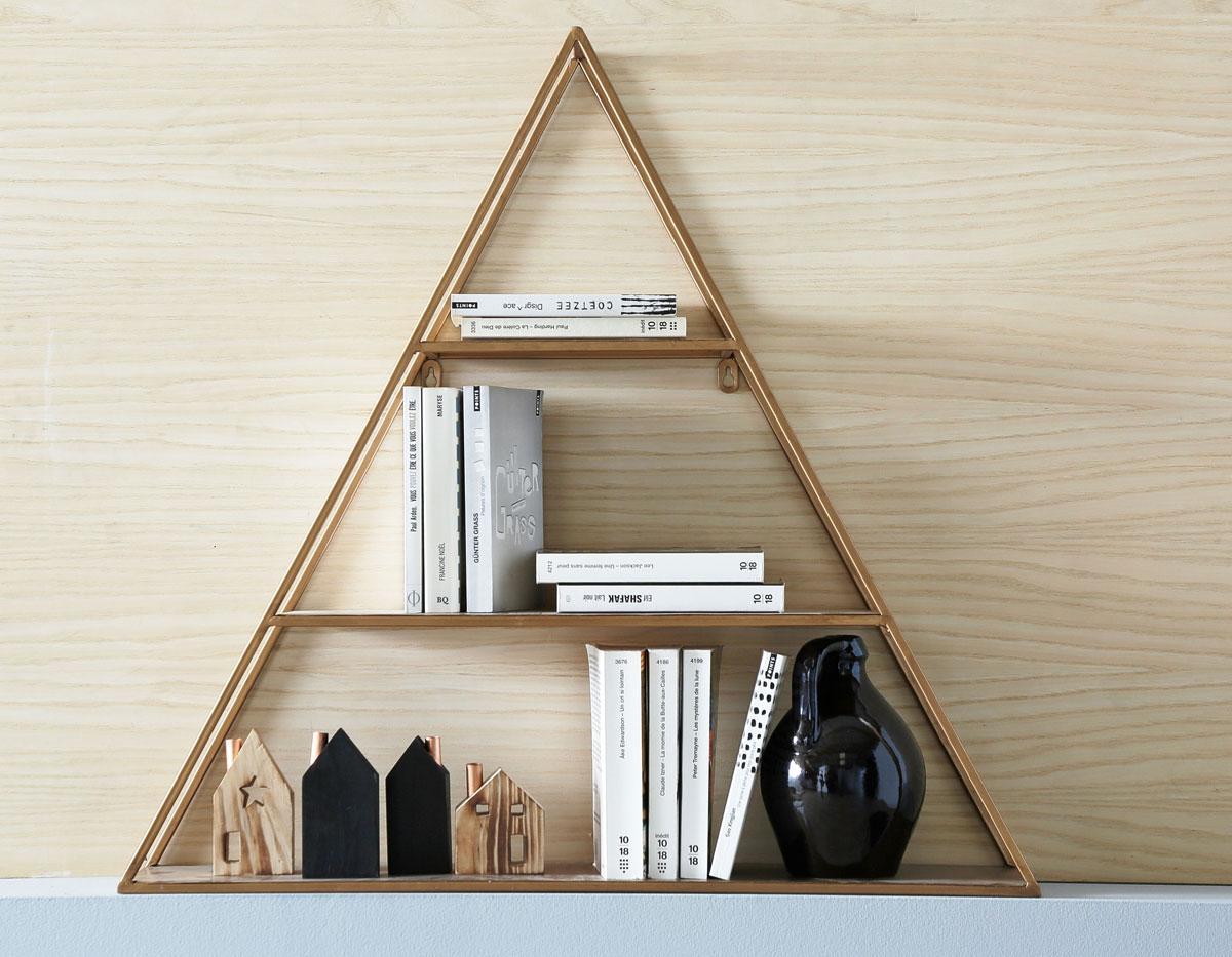 Стеллаж для гостиной треугольный