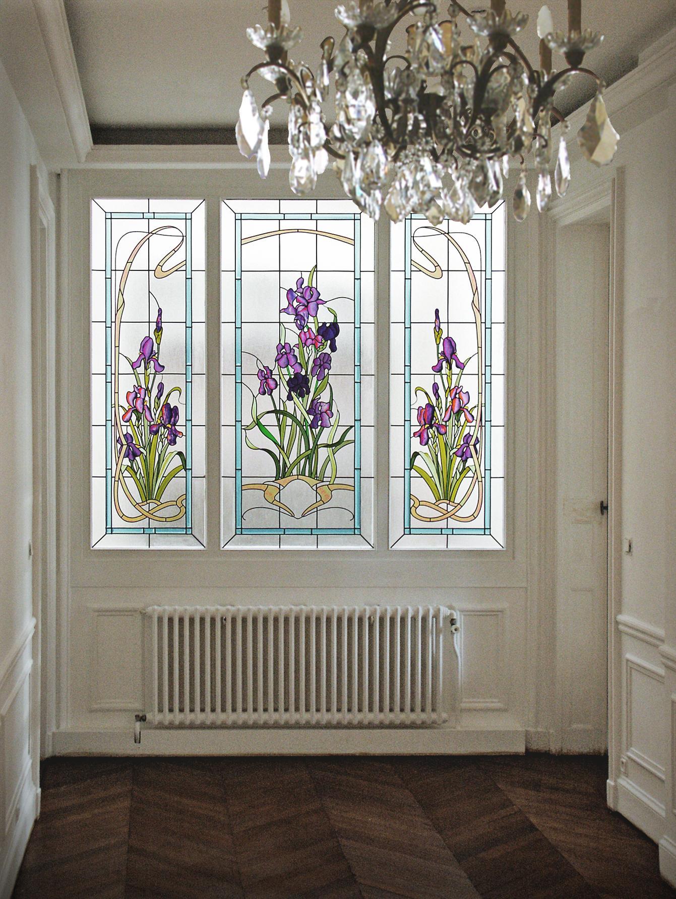 Витражная пленка на окно в классическом интерьере