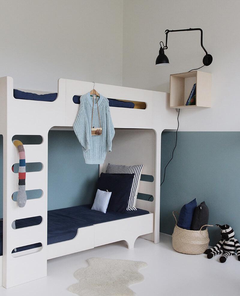 Детская комната для двух мальчиков белая